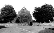 Abbey Town, St Mary's Church c.1965