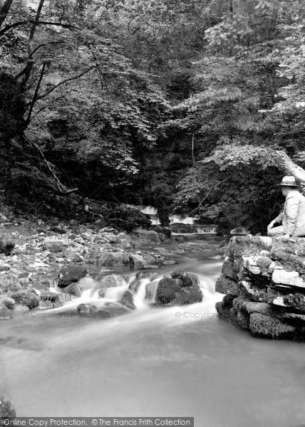 Abercraf, Dan Yr Ogof Caves 1937