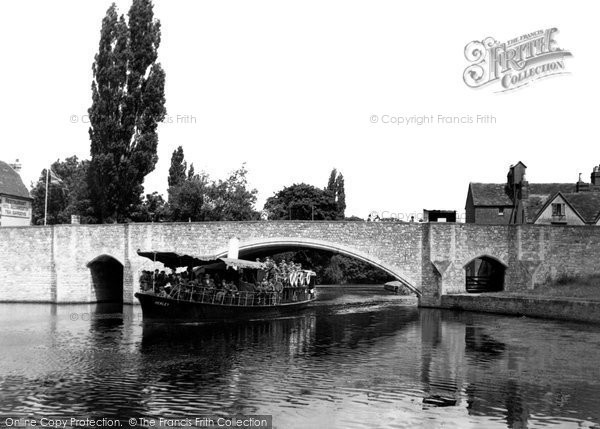 Abingdon, Bridge And River Steamer c.1955
