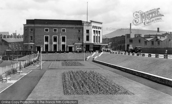 Accrington, Broadway Gardens c.1955