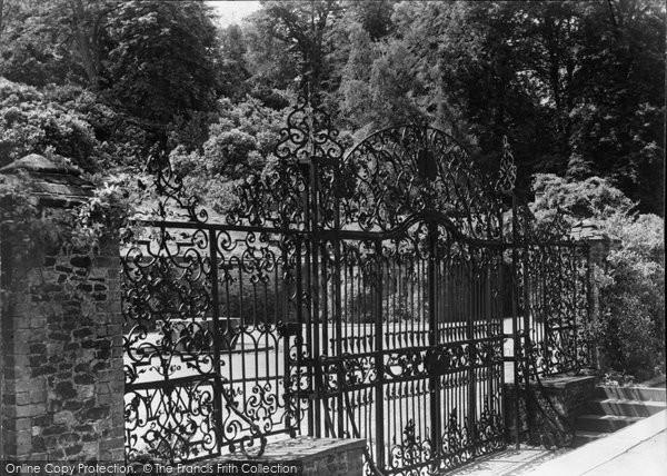 Albury, Park, Ornamental Gates 1890