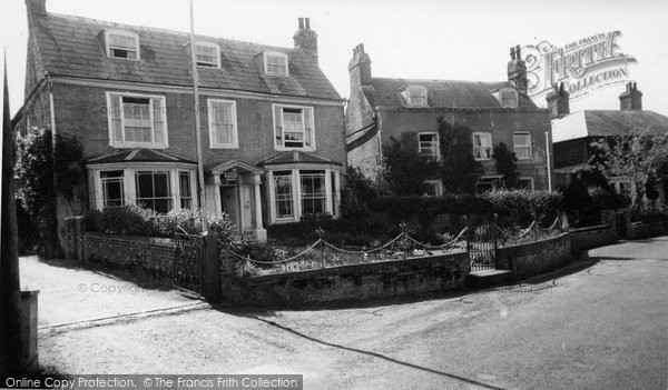 Alfriston, Tuckvar Guest House c.1960