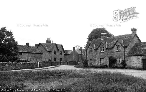 Ascott Under Wychwood, The Green c.1950