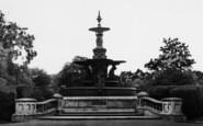 Ashford, Victoria Park Fountain c.1960