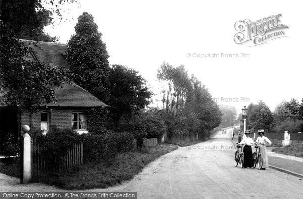 Ashford, Women Cyclists, Canterbury Road 1908