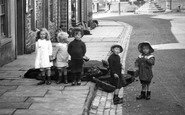 Askrigg, Children, Main Street 1914