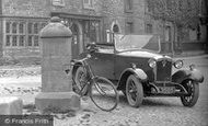 Askrigg, Old Car 1929
