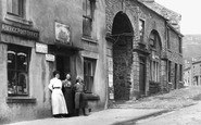 Askrigg, Women Outside The Post Office 1911