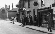 Aveley, High Street, Bus Stop c.1950