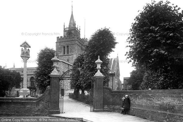Aylesbury, St Mary's Church And Cross 1927