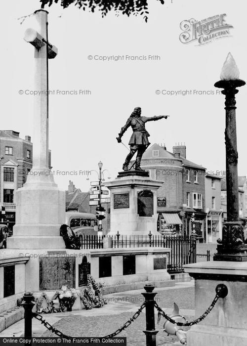 Aylesbury, The War Memorial And John Hampden Statue c.1955