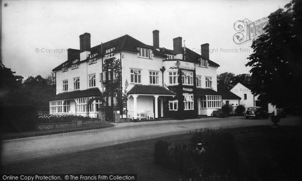 Bagshot, Cricketer's Inn 1939