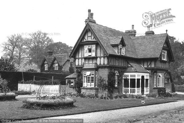 Bagshot, Park, Gardeners House 1927