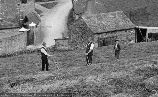 Bainbridge, Turning The Hay 1924