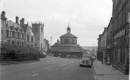 Barnard Castle, The Market Cross And Church 1951