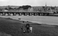 Barnstaple, A Family Walking Along The Taw 1929