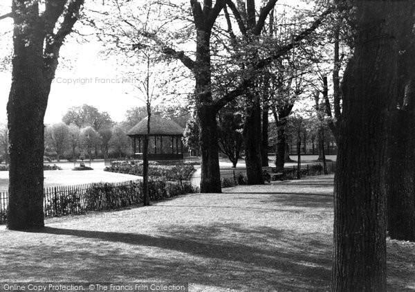 Barnstaple, Park And Avenue c.1950