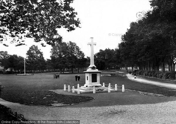 Barnstaple, War Memorial 1923