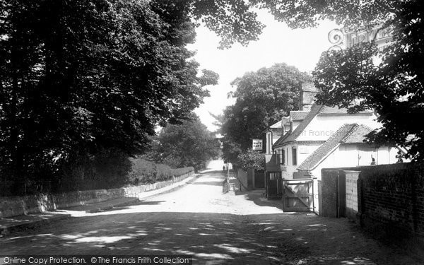 Basingstoke, London Road And The White Hart Inn 1898
