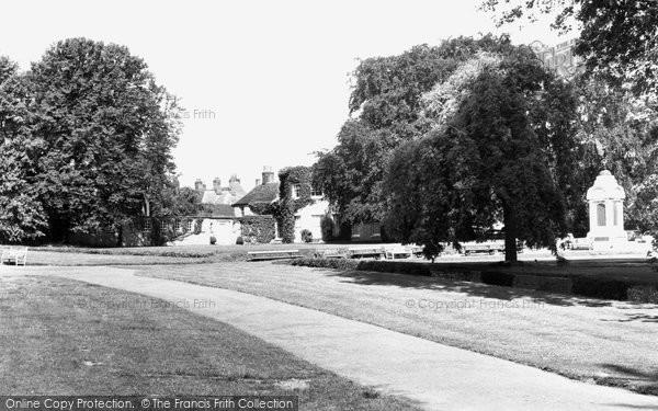 Basingstoke, War Memorial Park c.1955