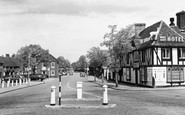 Beaconsfield, The Royal White Hart c.1955