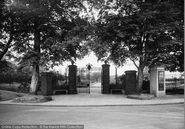 Bebington, Entrance To The Rose Gardens 1936