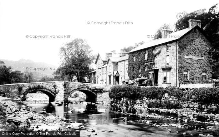 Beddgelert, The Bridge And Llewelyn Hotel 1889