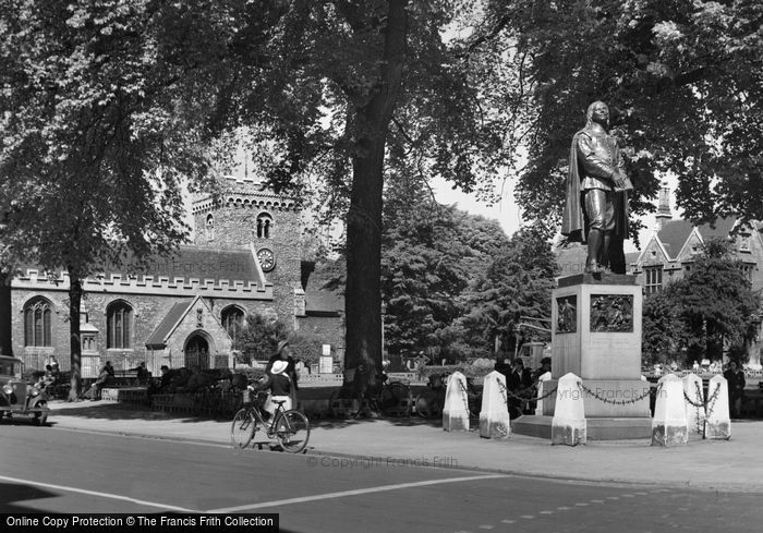 Bedford, The Bunyan Statue c.1955
