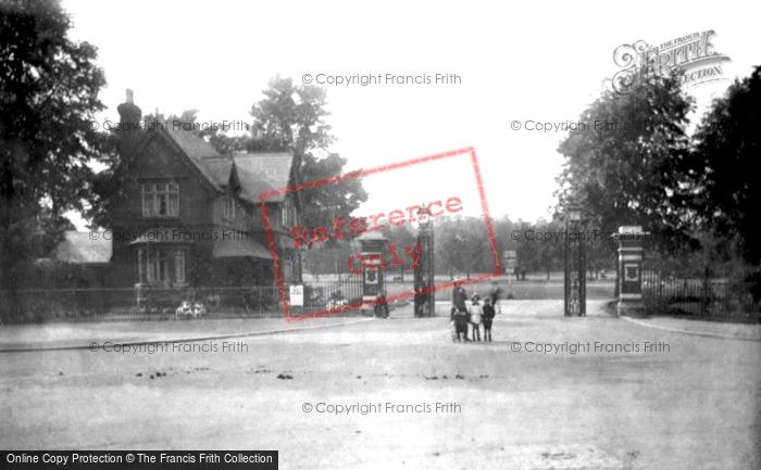 Bedford, The Park Entrance Gates 1921