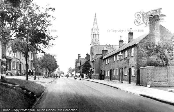 Berkhamsted, High Street And Baptist Church c.1955