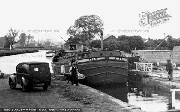 Beverley, Negotiating The Lock c.1960