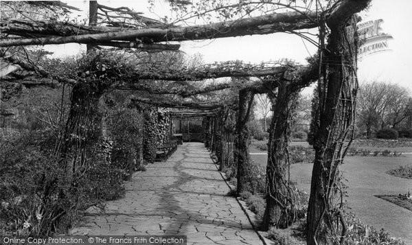 Bexleyheath, Rustic Walk, Danson Park c.1960