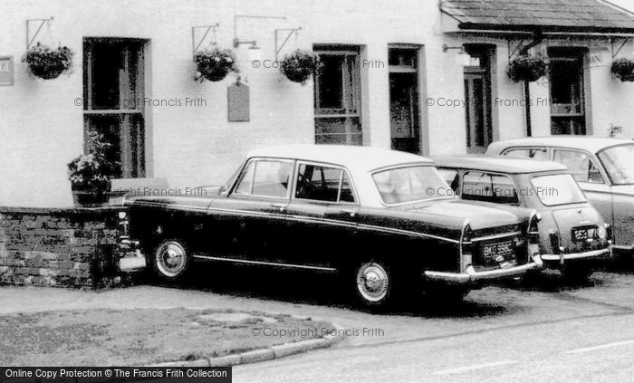 Bidborough, A Morris Oxford c.1965