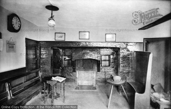 Photo of Billingshurst, Ye Olde Six Bells, an Old Fireplace 1923