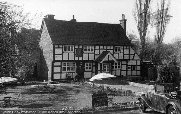 Billingshurst, Ye Olde Six Bells c.1950