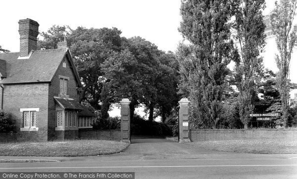 Binfield, Lodge Gates, Newbold Missionary College c.1955