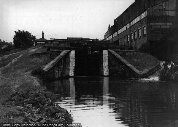 Bingley, Three Rise Locks c.1955