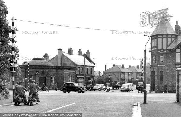 Birkenhead, Crossroads And Halfway House Hotel 1954