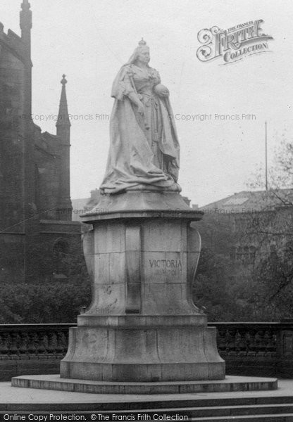 Blackburn, Queen Victoria's Statue 1923