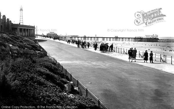 Blackpool, Lower Promenade, North Shore c.1955