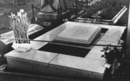 Bladon, Sir Winston Churchill's Grave (1874-1965)