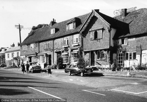 Bletchingley, Market House And King Charles Cottage c.1965