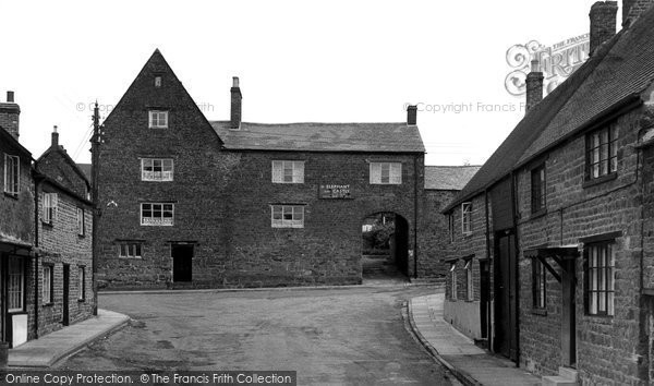 Bloxham, The Elephant And Castle Inn c.1960