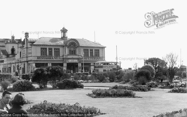 Bognor Regis, Pier Head Gardens c.1955