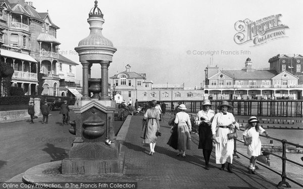 Bognor Regis, The Diamond Jubilee Drinking Fountain And Pier 1921