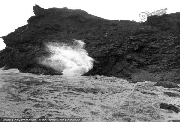 Boscastle, Blowing Hole 1923