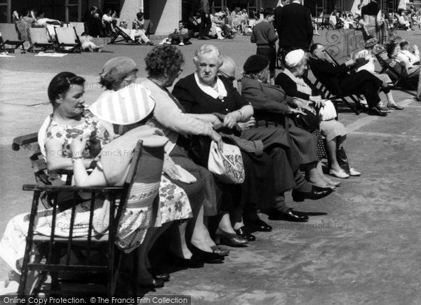 Boscombe, Ladies On The Promenade c.1960