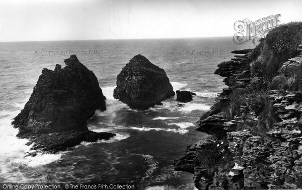 Bossiney, The Sisters Rocks 1920