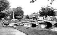 Bourton-on-The-Water, Feeding The Ducks c.1950