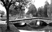 Bourton-On-The-Water, The Green c.1950